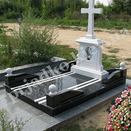 Надгробный памятник из мрамора Киев