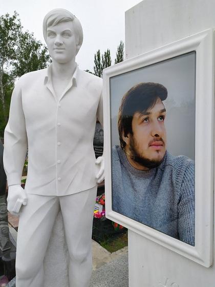 Памятник на могилу из мрамора Киев